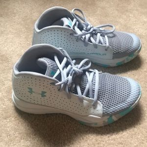 Under Armour Kids Basketball sneakers sz 5